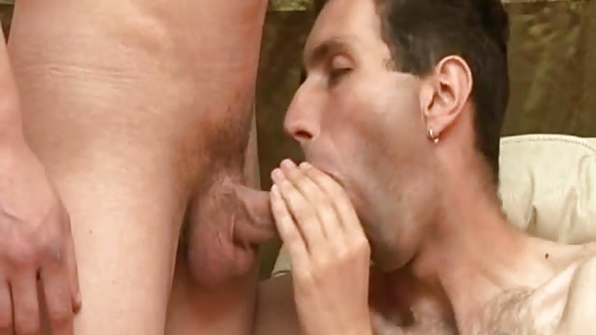 Hot hunk fucked and gets a cumshot