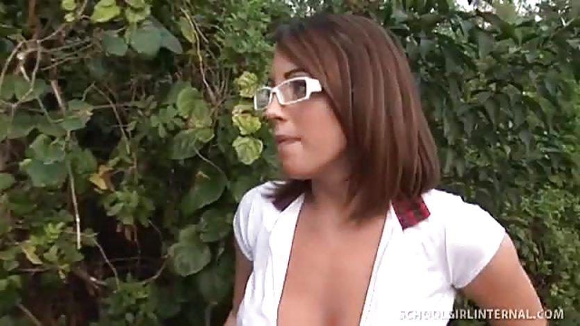 Tight bella turns a negative day into a positive fuck