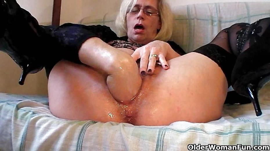 Анальный фистинг толстой старушке