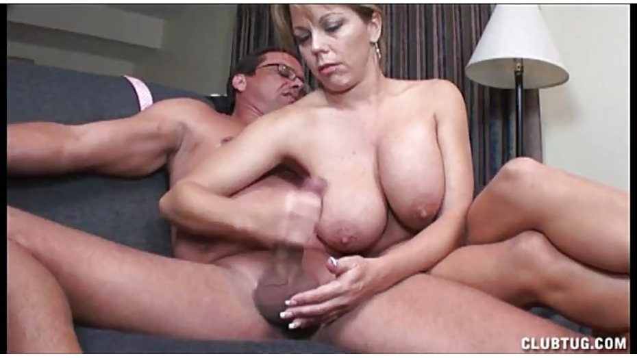 porno-grudastie-mamki-masturbiruyut-i-konchayut-seks-porno-na-mototsikle