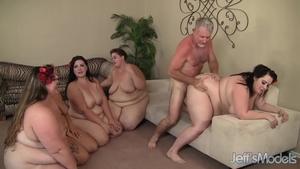 Видео порнухи один парень и куча толстушек