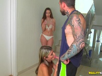 Muscular stepdad sticks his tool into hot skinny beauty Doris Ivy Doris Ivy | Porn-Update.com