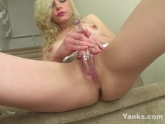 Yanks chesty babe vera blue masturbates 4