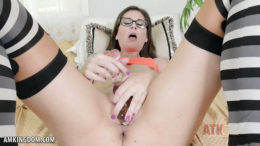 Kacie castle uses a glass dildo to enter her pussy 7