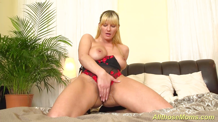 milfs-masterbating-at-home-alone-extrem-bloody-private-porn-free-video