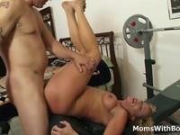 Lascivious MILF Enjoys blowjob big penish | Porn-Update.com