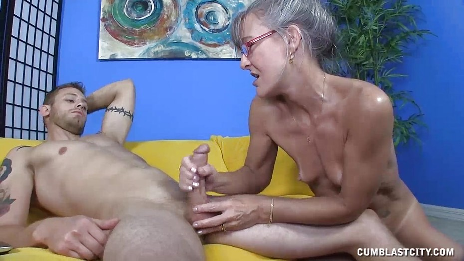 Mature catches him jacking off videos