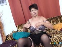 EuropeMaturE Solo Lady Self Stimulation Caught on Cam