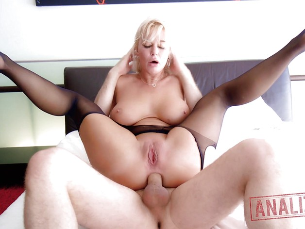 Cute MILF London River smashed in her sexy asshole