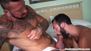 Tattooed bear spitroasting cub in threesome