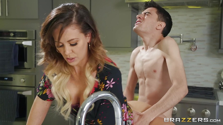 Kinky Housewife Banged By Real Horny Stepson  Pornerbros-3043